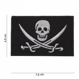 Deathhead with swords patch - met klitteband - stof - 7,6 x 4,9 cm.