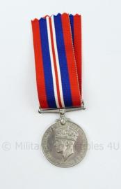 Britse WO2 Herinneringsmedaille 1939-1945 British War medal 1939-1945  - 13 x 4 cm-  origineel