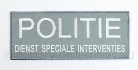 Nederlandse Politie DSI  Dienst Speciale Interventie rugstrook  -  met klittenband - 25 x 10 cm. wit op wolfgrey