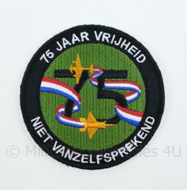 75 jaar Vrijheid Niet Vanzelfsprekend embleem - met klittenband - diameter 9 cm