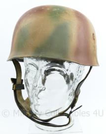 replica Wo2 Duitse M38 Fallschirmjager Normandie camo helm met double decal 1st model Luftwaffe decals verouderd