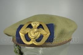 KL baret met insigne oud model - Aan-en afvoertroepen-  origineel