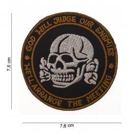 Embleem stof - God will Judge our Enemies - met klittenband - rond - 7,6 cm.