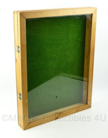 Vitrine met echt glas - 71,5 x 55 x 8 cm - origineel  - alleen afhalen, verzenden is niet mogelijk