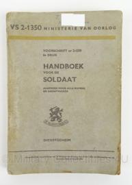 MVO Handboek voor de Soldaat 1955 - VS2/1350 - afmeting 15 x 22 cm - origineel