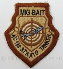 US Air Force USAF embleem MIG Bait - KC 135 Strato Tanker - afmeting 7 x 9 cm - Origineel