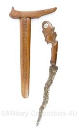 Nederlands Indie handgemaakte KNIL kris dolk met schede  - afmeting 39 x 15 x 1,5 cm - origineel