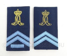 KLu Luchtmacht DT epauletten rang Korporaal der 1e klasse / Korporaal Militaire Academie - per paar - afmeting 5 x 9,5 cm -  origineel