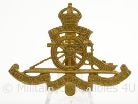 WO2 Britse baret of cap badge Royal Artillery - afmeting 7 x 5 cm - origineel