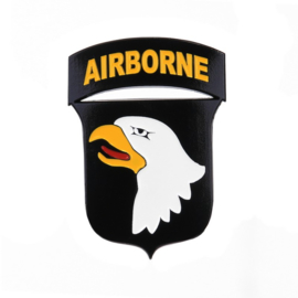 Metalen logo WW2 101st Airborne Division - in luxe doosje - met 3M dubbelzijdig plakfoam!