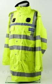Britse Politie Police geel jack met portofoonhouders en epauletten met nummer vd Politieagent  - maat Large - origineel