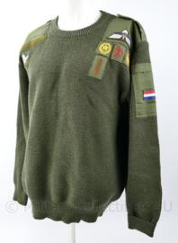 Defensie trui met veel vaardigheidsemblemen  - maat 6 = XL - origineel