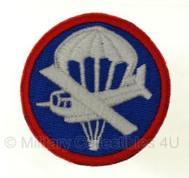 Overseas cap insigne - glider infantry - manschappen -  vanaf voorjaar 1943 - met rode rand