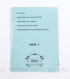 Politiewet ambtsinstructie voor de Politie en Koninklijke Marechaussee zelfbescherming en benaderingstechniek deel 1- 17,5 x 13 cm - origineel