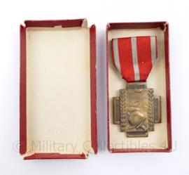 Belgische Croix Du Feu 1914 1918 medaille in doosje - 10,5 x 4 cm - origineel