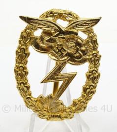 WO2 Duitse medaille Luftwaffe erdkampfabzeiche goud - afmeting 4 x 5,5 cm - replica