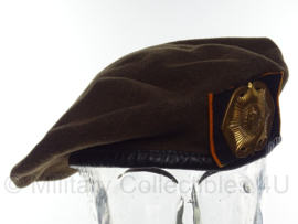 KL Nederlandse leger baret met Van Heutsz insigne 1989 - Hassing BV - vorig model - maat 59 - origineel