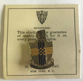 US Army Peace and progress unit crest metaal - 3,4 x 2 cm - maker Meyer - origineel