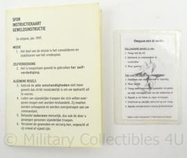 SFOR instructiekaart geweldinstructie 1997 - afmeting 11 x 15 cm - origineel