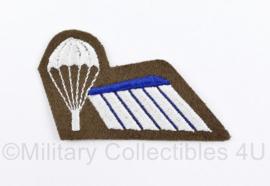 Defensie en Korps Mariniers halve parawing DT tot 2000  - parachutist B - bruin - 6,5 x 4 cm - origineel