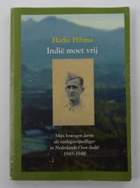 Boek Indie moet vrij - mijn bewogen jaren als oorlogsvrijwilliger in Nederlands Oost Indie 1945/1948 - Harke Hibma - afmeting 20,5 x 14,5 cm - origineel