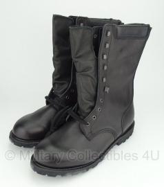 Oostenrijkse legerkisten schoenen - Gore-Tex Voering - ongebruikt - maat 315S = 49S en maat 320S = 50S