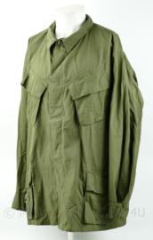 US Army Vietnam oorlog Fatique shirt 3rd Pattern 1969 - zeldzame maat Xlarge regular - nieuw  - heeft klein gaatje - origineel