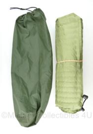Self inflatable matras met groene hoes - 54 x 180 cm  - origineel