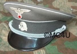 SS schirmmutze met metalen insignes - 56, 57 of 58  cm.