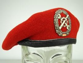 Originele rode baret  - Logistiek (Instandsetzung)- 56 t/m 63 cm - origineel