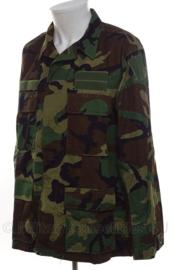 US Army Woodland camo uniform jas met patches - gebruikt door KLU Luchtmacht - maat Med/Reg - origineel