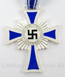 Mutterkreuz in zilver met neklint - replica