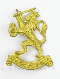 Nederlandse leeuw met tekst Nederland insigne - Prinses Irene Brigade 1945 en direct erna en MVO - afmeting 3 x 4 cm - origineel