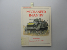 Boek 'Mechanised infantry' - Bryan Perrett