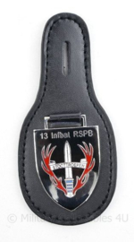 Defensie stoottroepen DT borsthanger 13 INFBAT RSPB Infanteriebataljon Prins Bernard - 10 x 5 cm - origineel