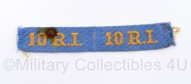 Nederlands leger 10 R.I. straatnaam paar 10 Regiment Infanterie 1944 tm 1946 - heeft vlekje  - 12,5 x 2 cm - origineel
