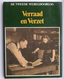 Naslagwerk boek over WO2 - Verraad en Verzet