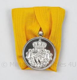 Defensie 24 jaar Trouwe Dienst Medaille Zilver - MET doosje - afmeting 4 x 5 cm - origineel