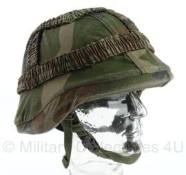 Helmet - size Medium - met KORPS MARINIERS overtrek - origineel