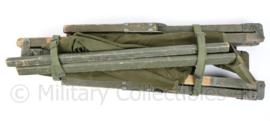 Us Army wo2 model  veldbed met houten frame  jaren 50 of 60 - afm 198 x 78 cm breed - compleet en bruikbaar  - origineel