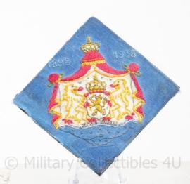 "Nederlands wapen ""je mantiendrai"" stof - 1898 1938 regeerings Jubileum Koningin Wilhelmina- 6,5 x 7 cm - origineel"