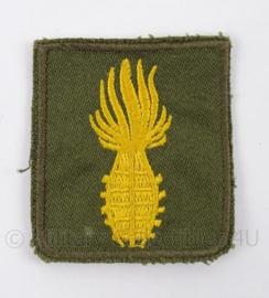 """KL Landmacht embleem """"Geoefend handgranaatwerper"""" goud - afmeting 4,5 x 5 cm - origineel"""