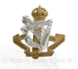 Britse leger naoorlogse pet insigne 8th Kings Royal Irish Hussars - 5,5 x 4,5 cm - origineel