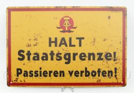 Metalen plaat Oost Duitsland DDR NVA HALT Staatsgrenze! Passieren verboten!   - 30 x 20 cm.