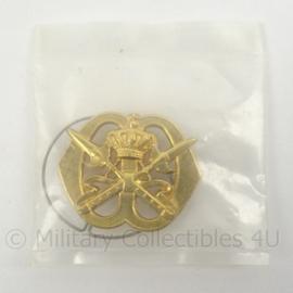 KL Landmacht baret insigne Koninklijke Militaire School - nieuw in verpakking - afmeting 6 x 5 cm - origineel
