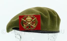 KL Nederlandse leger model tot 2000 baret met KMS Koninklijke Militaire School insigne 1985 groen - maat 57 - origineel
