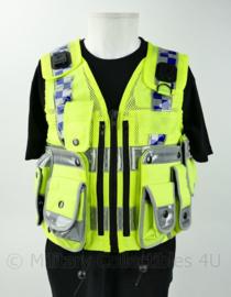 Britse Politie Police fluor geel luxe vest met portofoonhouders en bijbehorende tasjes - kogelwerende hoes leeg - nieuw - maat 4 = XL - origineel