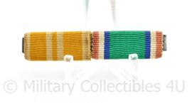 Nederlandse medaille baton voor 2 medailles - links onbekend rechts is Nieuw Guinea Herinneringskruis - 6 x 1,5 cm  - origineel