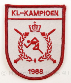 KL Landmacht sport embleem - KL kampioen 1988 - afmeting 7 x 9,5 cm - origineel