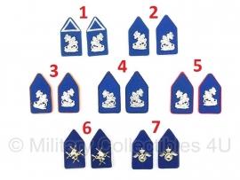 KL Kraagspiegels met blauwe achtergrond - 1 paar naar keuze - origineel